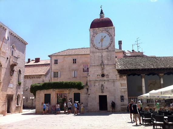 Rathaus, Uhrenturm und Loggia Trogir