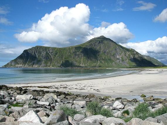Strand an der Südspitze der Lofoten