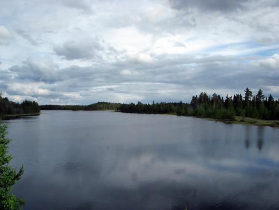 Einer der zahllosen Seen entlang der E45.