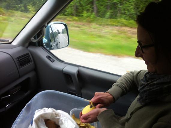 Nach Norwegen dürfen keine Kartoffeln eingeführt werden. Zumindest nicht roh. Also kochen wir sie vorher. Und warum wertvolle Fahrzeit beim Schälen verschwenden?