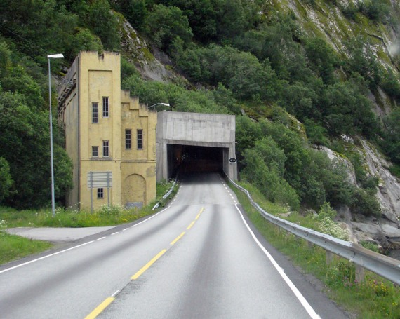 Die Einfahrt zum langen Tunnel