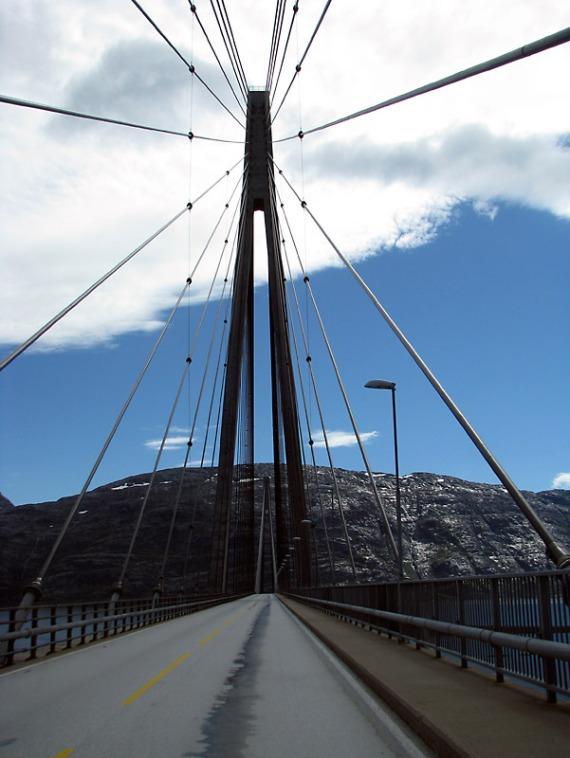 Auf der Helgelandsbrua