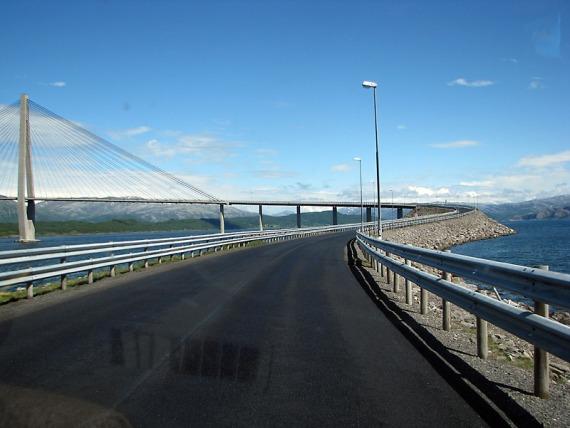 Die Kurve auf der Helgelandsbrua