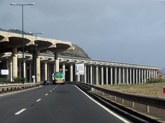 Der Aeroporto da Madeira steht auf Stelzen