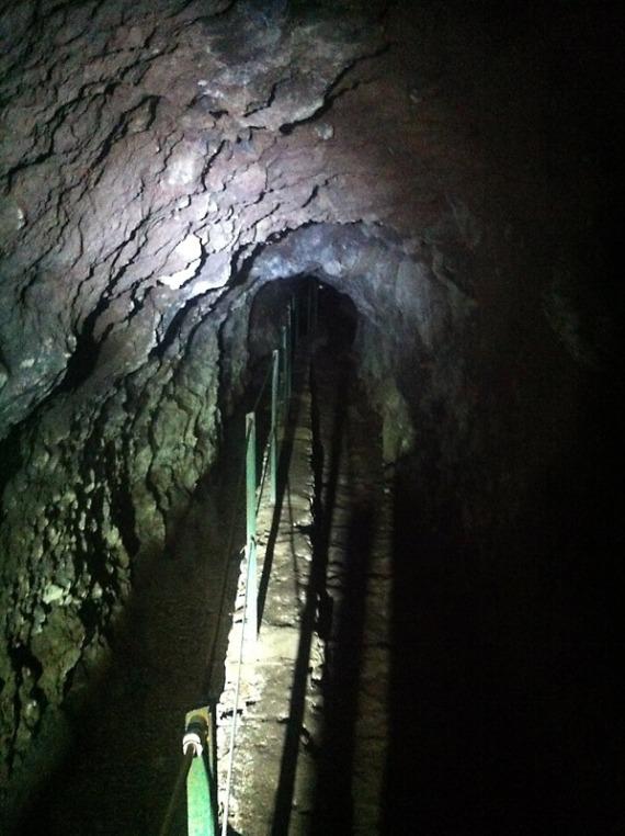 Typische Tunneldurchquerung mit Levada