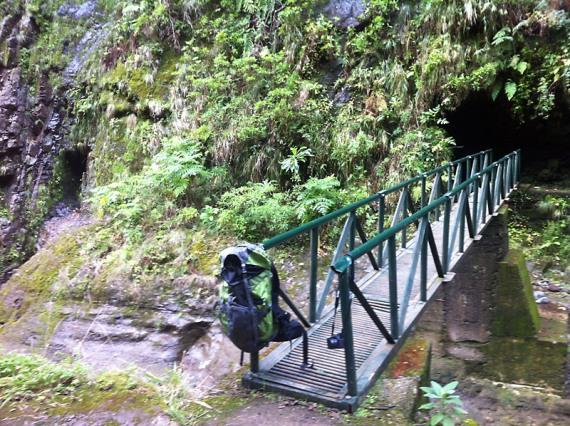 Am Eingang zum Tunnel der Levada do Pico Ruivo