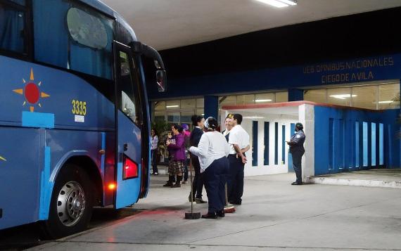 Bus Terminal in der Nacht, Ciego de Ávila